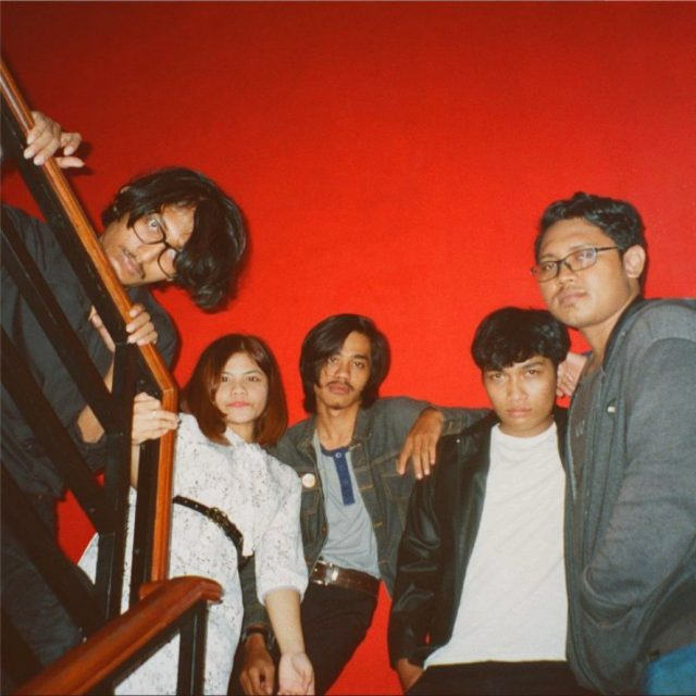 Personel Cyrcle Fox Rilis Video Musik Single Vintage Virgin